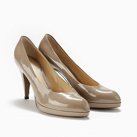 Yves Saint Laurent, pumps i nougatfärgad lack