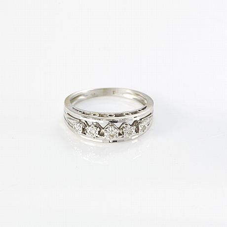 Ring 18 k vitguld diamanter
