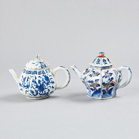 A set of two teapots Kangxi (OrientalSelected)