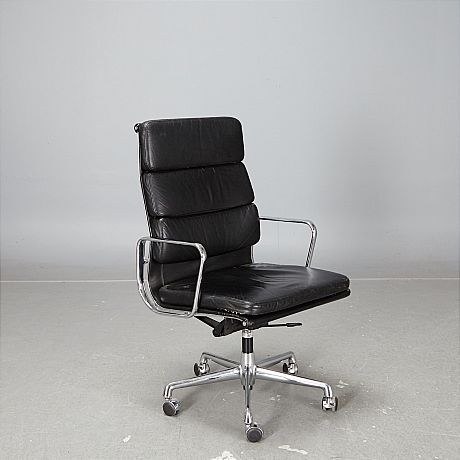 Charles & Ray Eames Vitra Soft pad chair