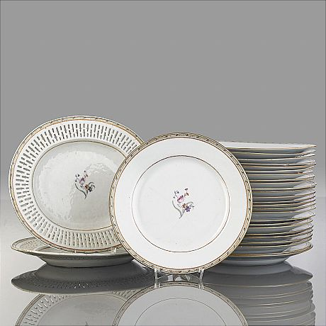A Famille Rose Part Dinner Service