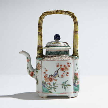 A Famille Verte Teapot and Cover Oriental Selected