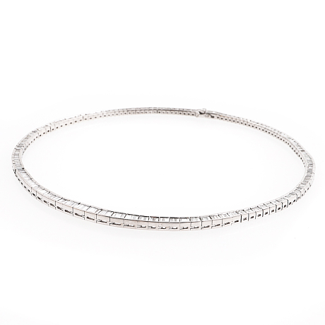 Collier av platina med diamanter