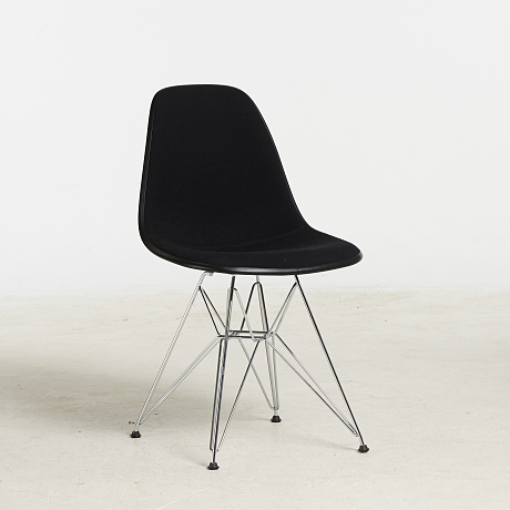 Charles & Ray Eames Eames Plastic Side Chair DSR